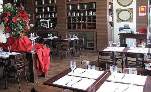 vista general del interior del restaurante